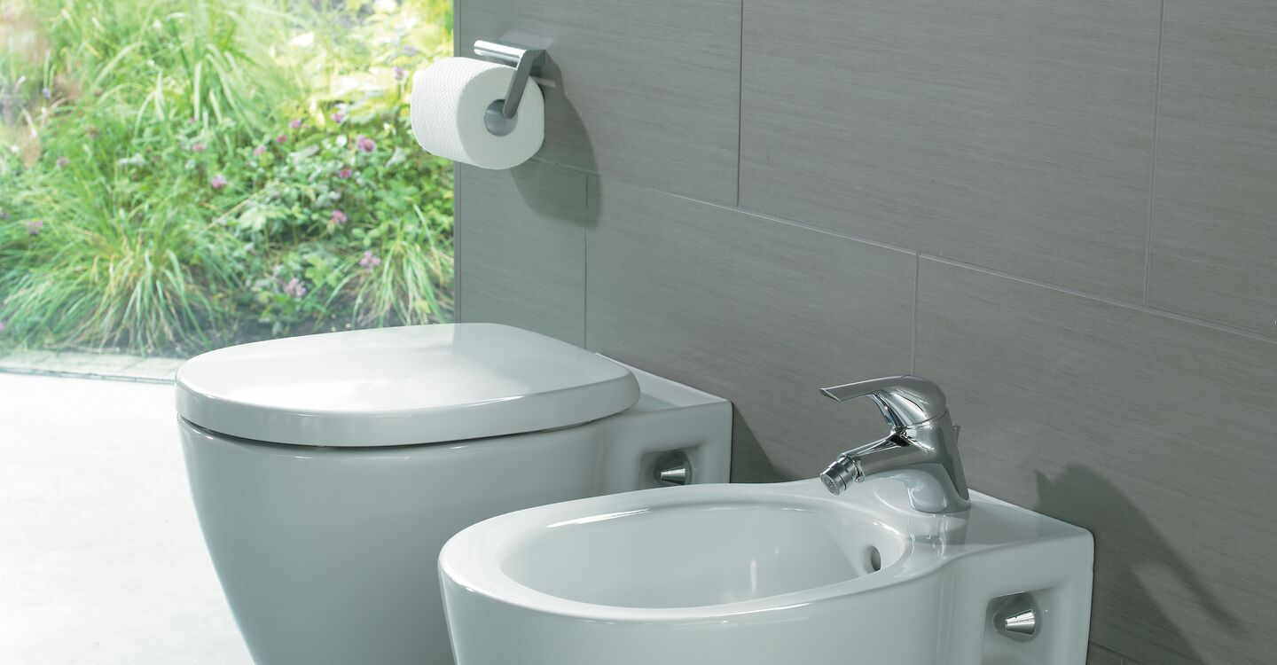 Wall mounted bidet, 1 taphole and tap