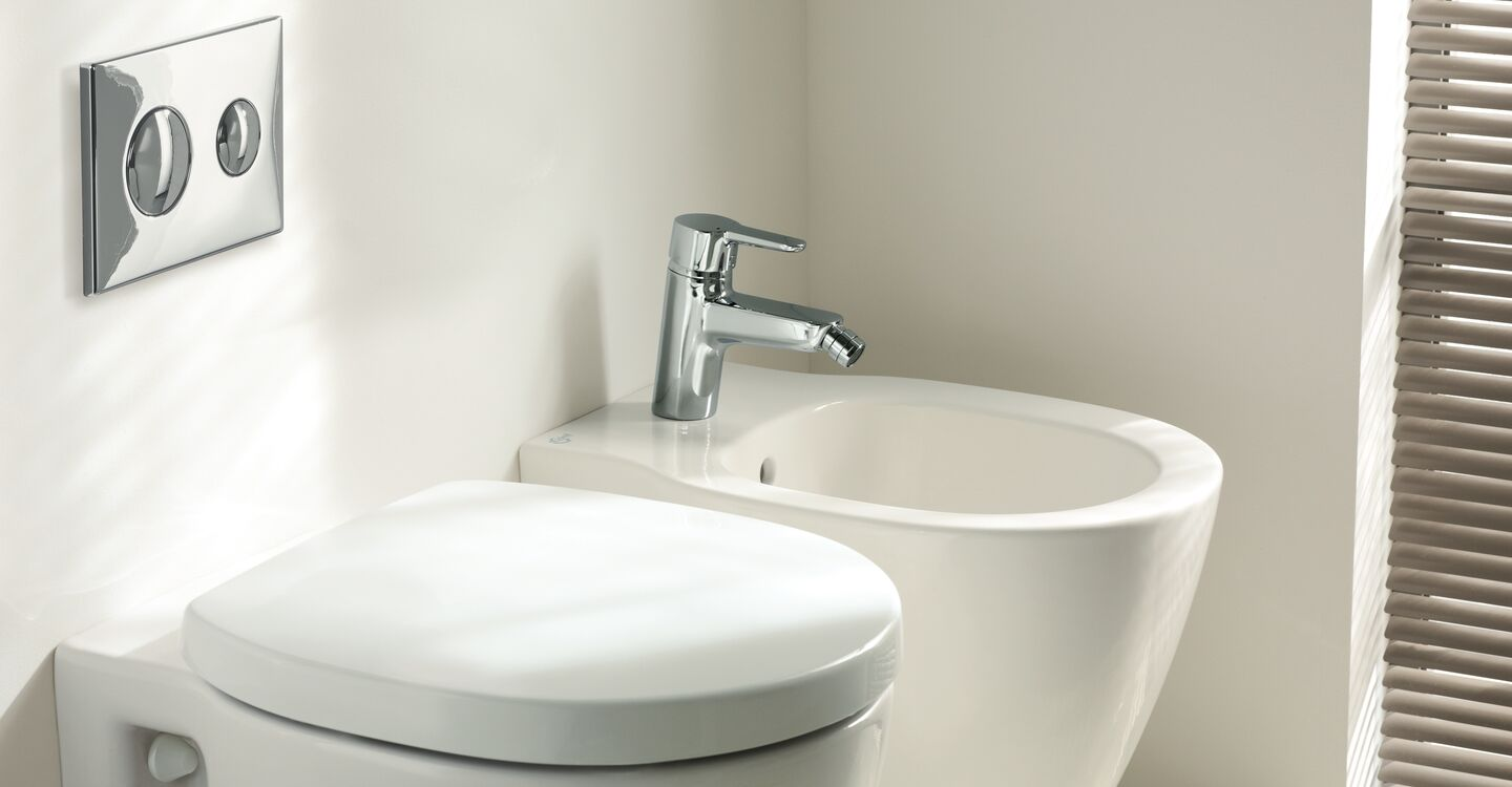 Compact back to wall bidet 1 taphole